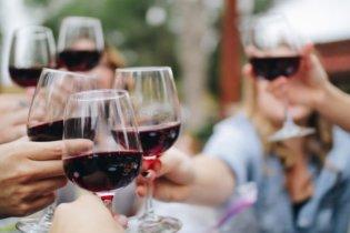 Faut-il un prétexte pour boire du vin rouge ?