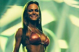 Leslie embarque pour Miss Bikini Universe à Miami!