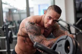 Geoffroy, bodybuilder tatoué