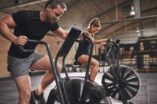 Le HIIT à long terme renforce la capacité d'aérobie et le stockage du glycogène